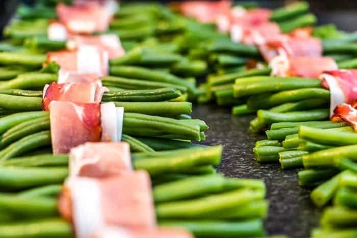 These bacon wrapped green bean bundles are the ultimate, surprise appetizer for a party, people will be amazed at these little creative bundles of sweet, smoky bacon, green bean goodness! Recipe from @kitchenmagpie. #appetizers #bacon #recipe