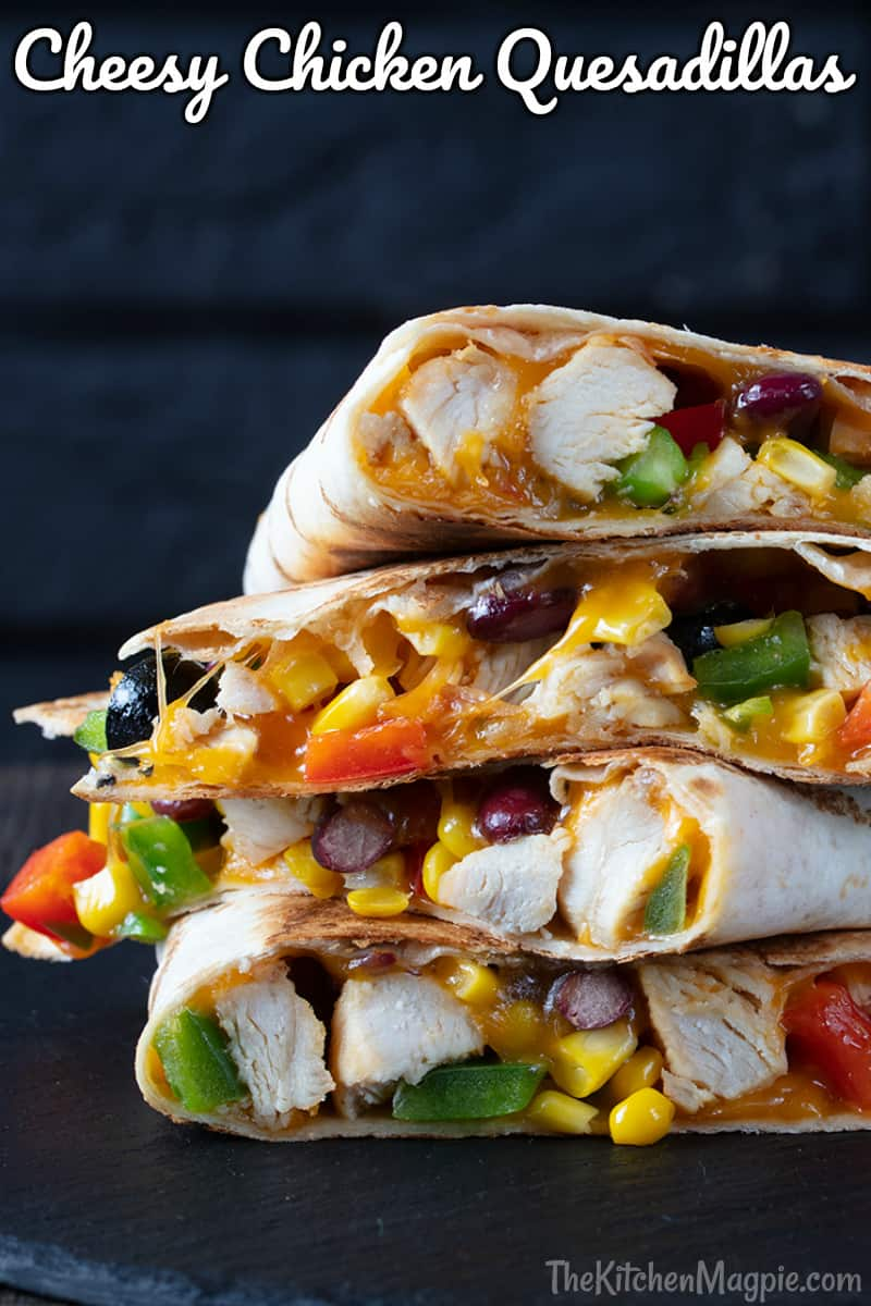 How to make crispy on the outside, cheesy on the inside, completely delicious quesadillas on the stove or in the oven!! You can customize the fillings to your liking, making it the perfect family meal.