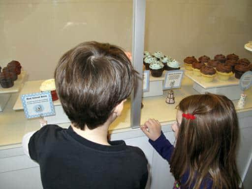 kids looking to the cupcake displays