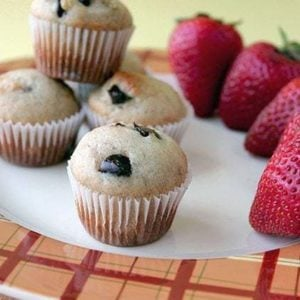 close up Mini Muffins and fresh strawberries in a white plate