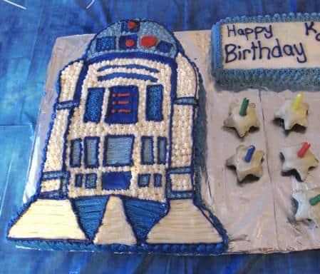 R2D2 designed cake