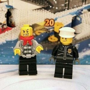 the prisoner and police lego