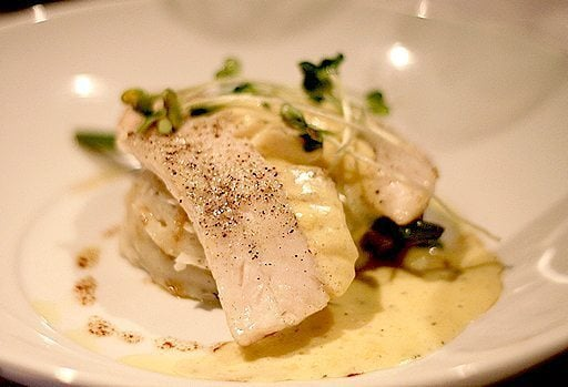 pickerel with béarnaise in a white plate