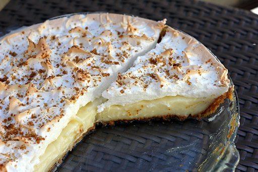 Flapper Pie in a Pyrex pie plate
