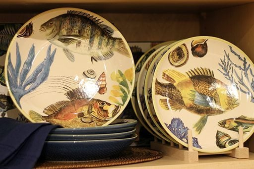 Poisson line of pasta dishes and serving trays with fish design