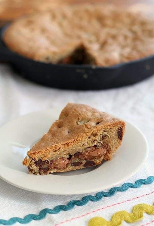 Mars Bar Stuffed Skillet Chocolate Chip Cookie Recipe - Kitchen Magpie