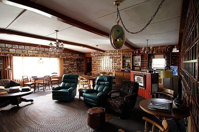 large common room at Jimmy Robinson's Duck Lodge with plush green chairs