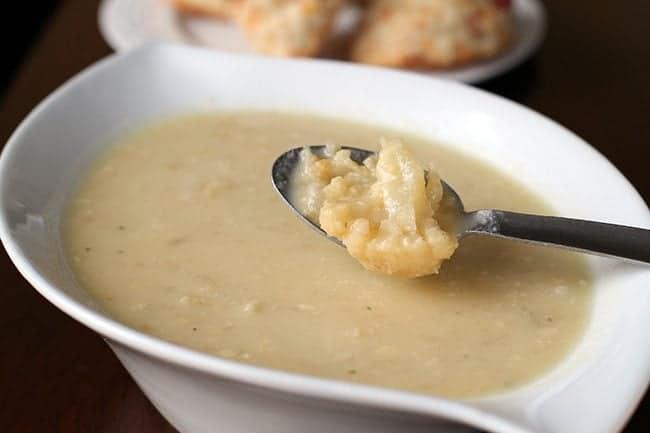 cheeseycauliflowersoup1