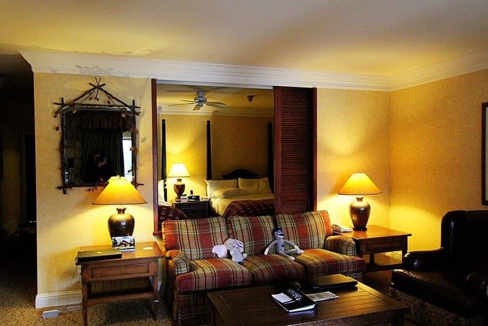 The fairmont jasper park lodge a hotel room tour the for Decore hotel jasper