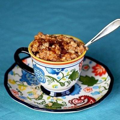 Overnight Cinnamon Raisin Crockpot Oatmeal
