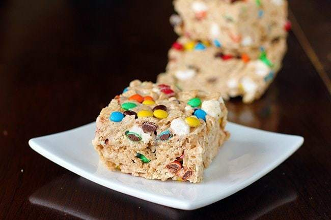 M&M S'Mores Cinnamon Toast Crunch Cereal Bars in white plate