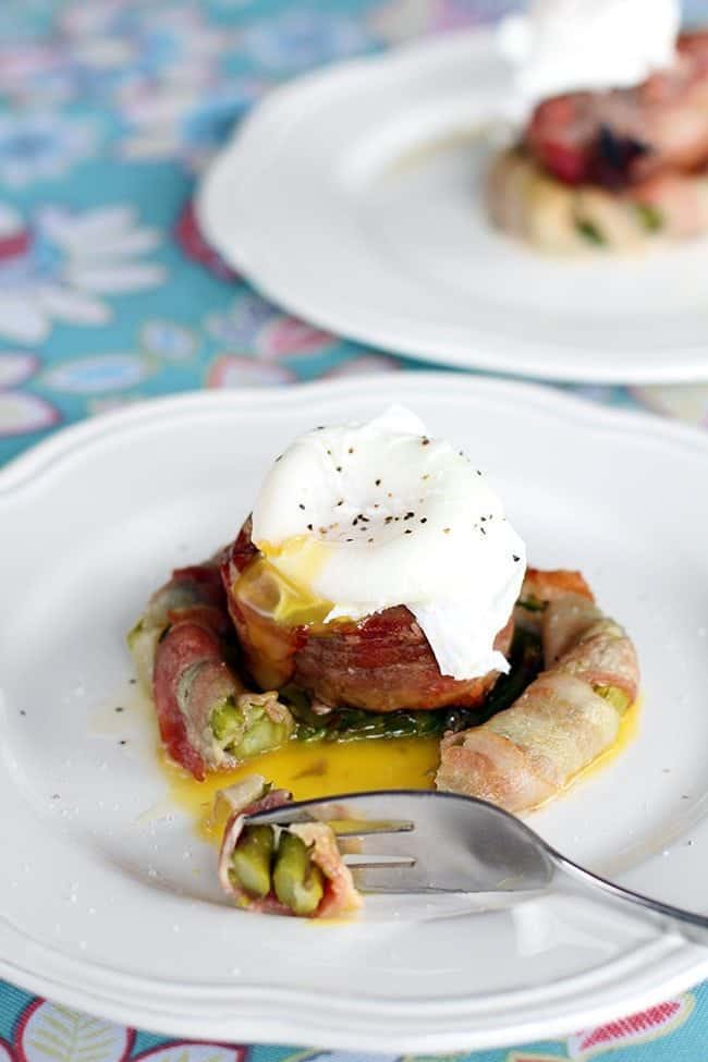 Steak n' Egg Bacon Asparagus Nests | From @kitchenmagpie