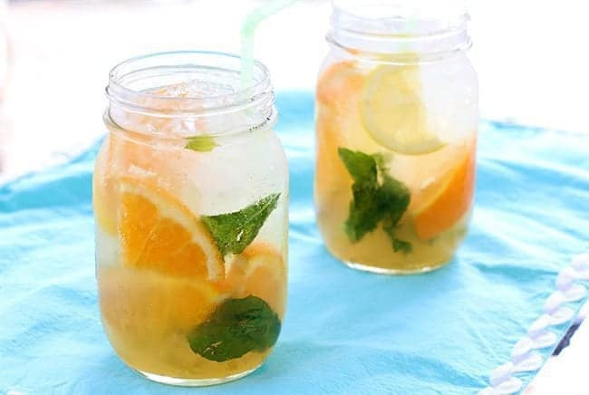 How To Make An Amazing Sparkling Citrus Bourbon Lemonade ! | www.TheKitchenMagpie.com