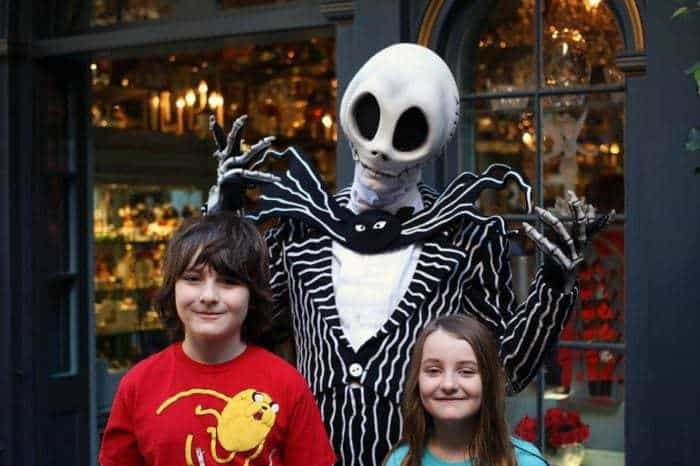 kids photo with Jack Skellington at their back