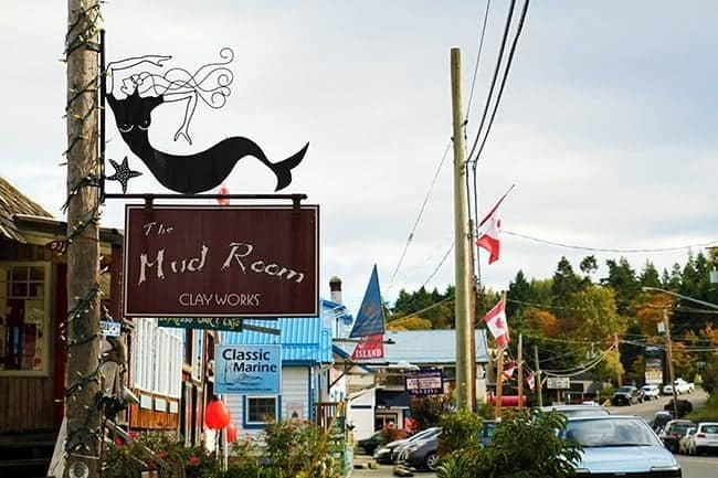 town in Cowichan bay, signage of The Mud Room clay works