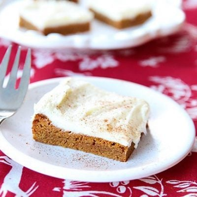 Gingersnap Cookie Bars With Cream Cheese Buttercream Icing