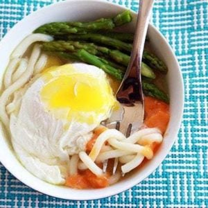 10 Minute Eggy Udon Noodles with asparagus, carrots and egg