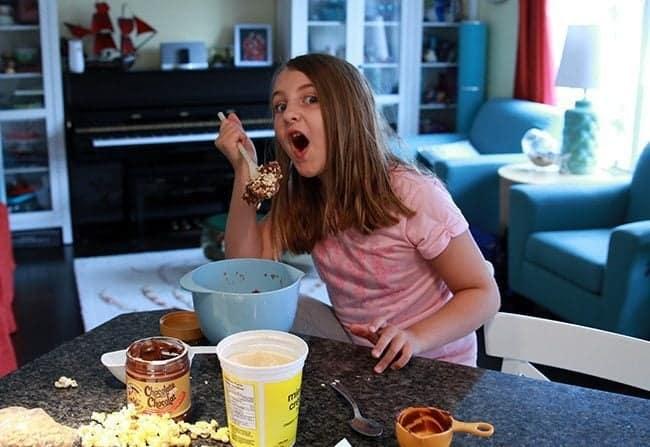 Movie Night Kraft Peanut Butter Snack Bites from @kitchenmagpie