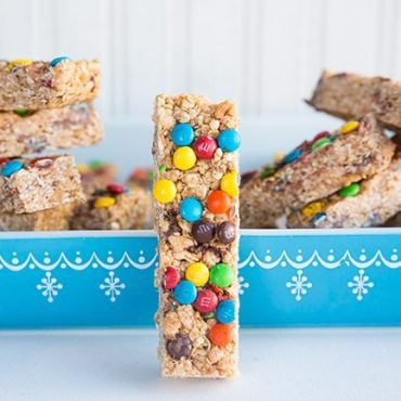 homemade-M&M-Granola-Bars