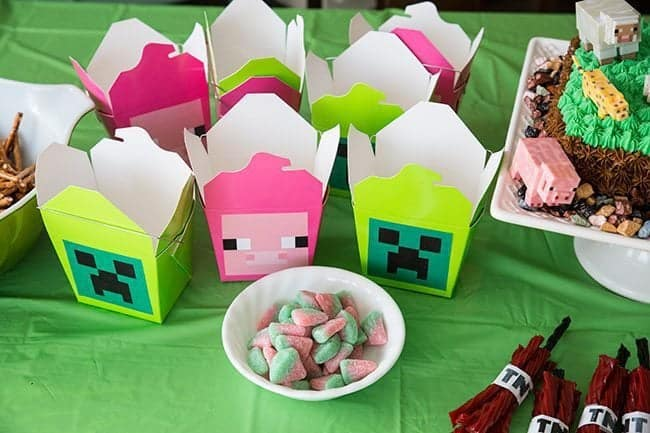 crafty take-out boxes in pink and green color