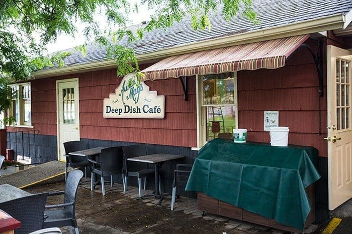 a house cafe named Deep Dish Cafe in Davison Orchards