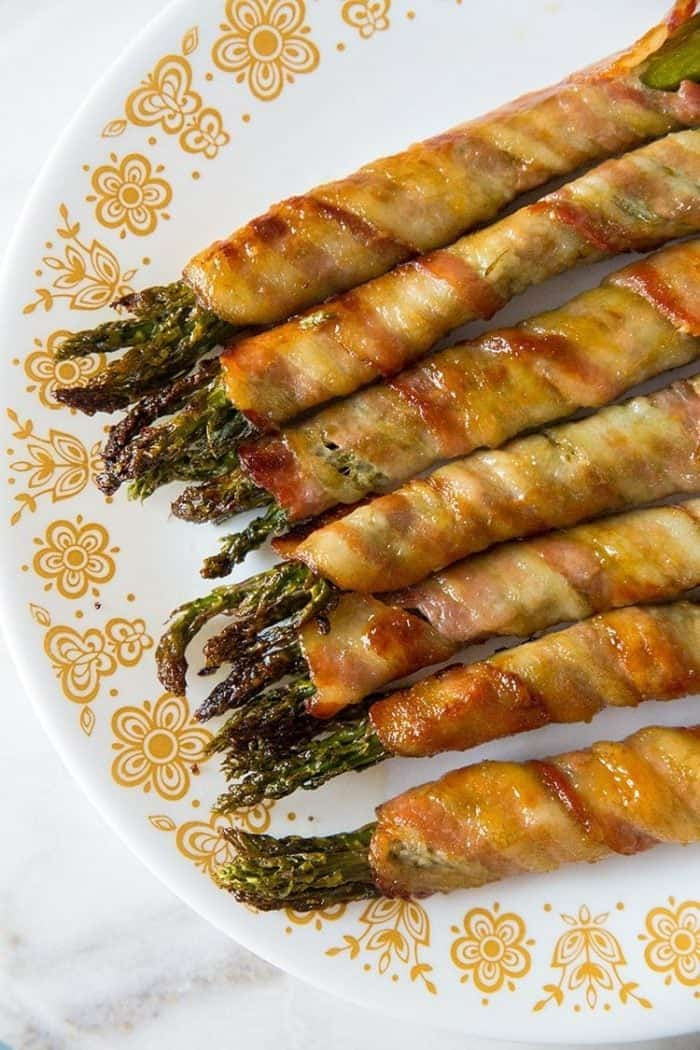 Brown Sugar Bacon Wrapped Asparagus Bundles from @kitchenmagpie