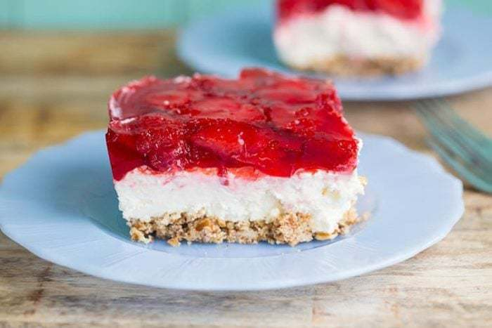 Strawberry Pretzel Salad / Dessert from @kitchenmagpie