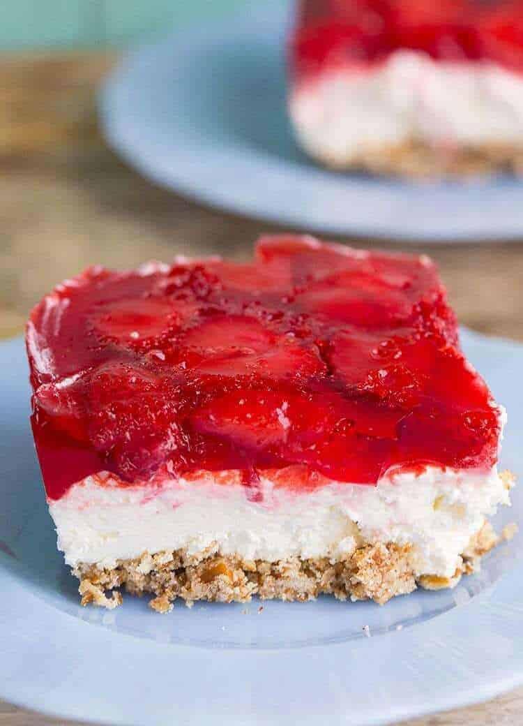 Strawberry Pretzel Salad / Dessert | The Kitchen Magpie