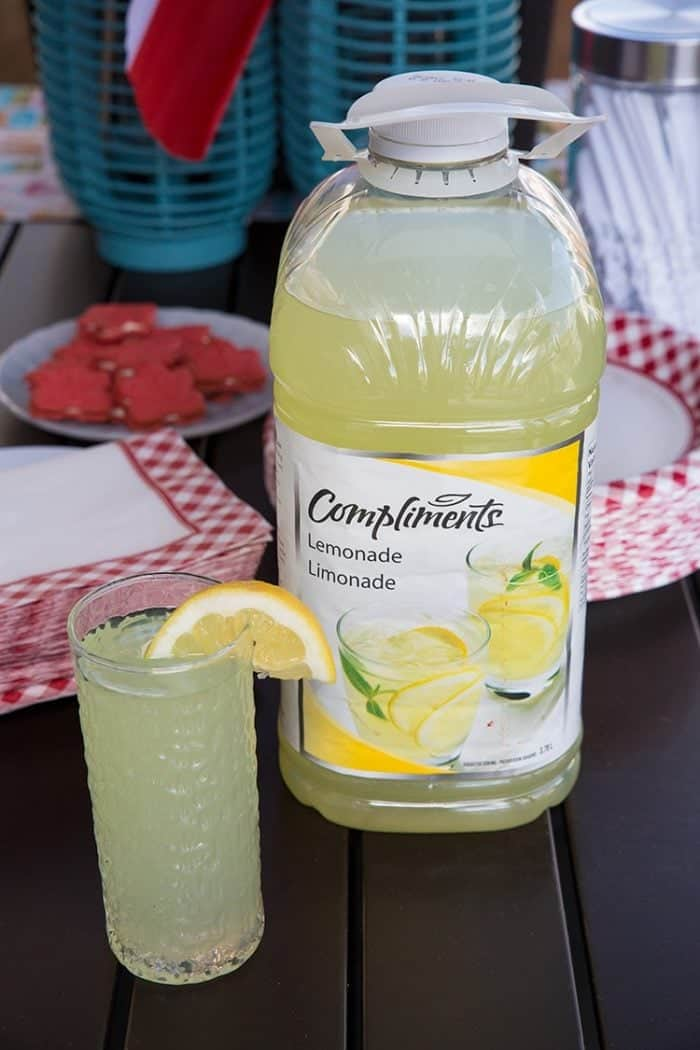 Compliments lemonade in a glass with a slice of lemon on top