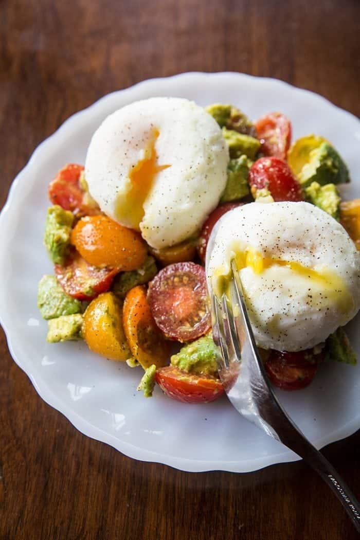 Pesto Tomato, Egg & Avocado Breakfast Salad from @kitchenmagpie