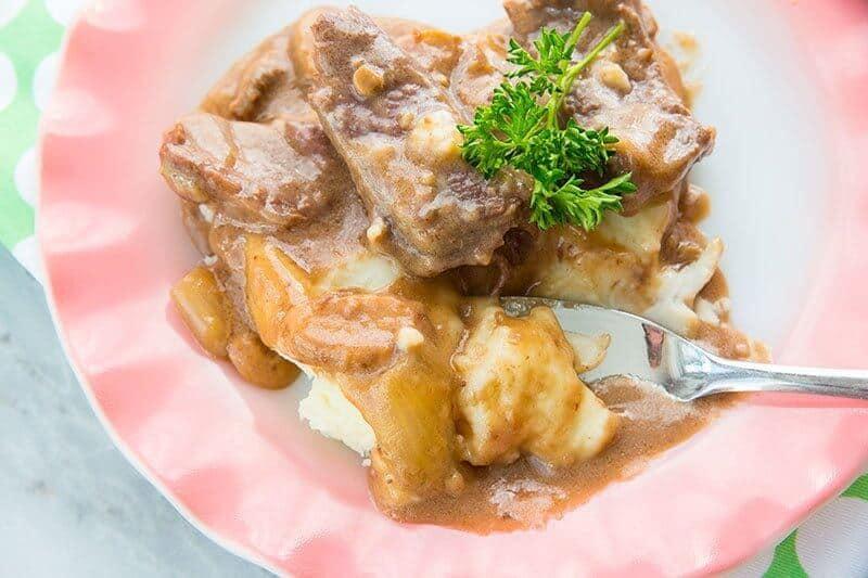 Mushroom Crock Pot Cube Steak & Gravy in a pink plate