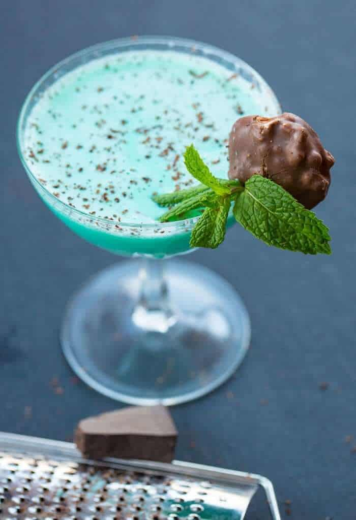 Grasshopper Cocktail Drink garnish with chocolate turtle and mint leaves