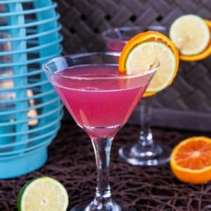 How to Make the Perfect Cosmopolitan Cocktail. #cocktail #drink #cosmopolitan #sexinthecity #drinks #cocktails #vodka #lemon #lime #cranberry
