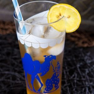 close up vintage glass with Arnold Palmer Drink garnish with a slice of lemon