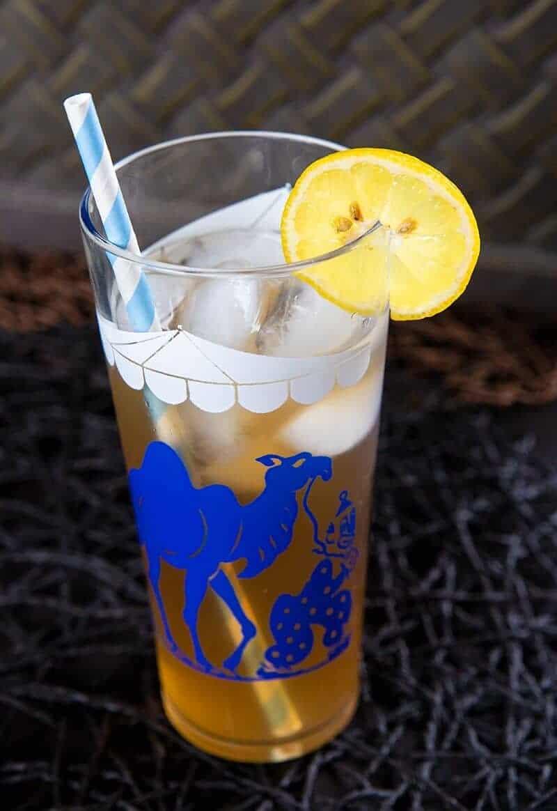 close up vintage glass with Arnold Palmer Drink garnish with a slice of lemon