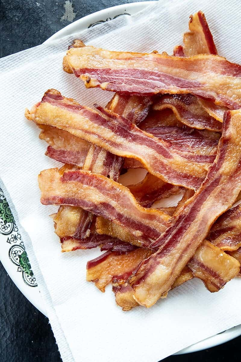 cooked bacon on paper towels