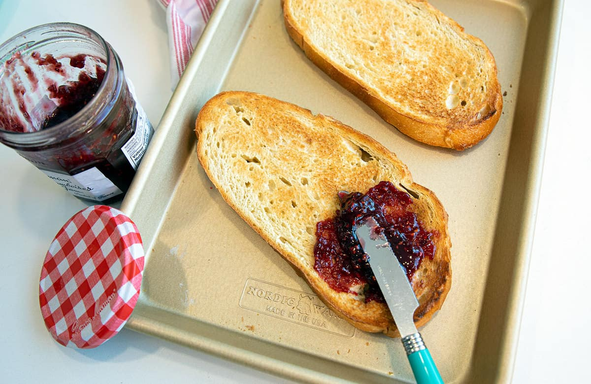 How to Make Toast in the Oven | The Kitchen Magpie