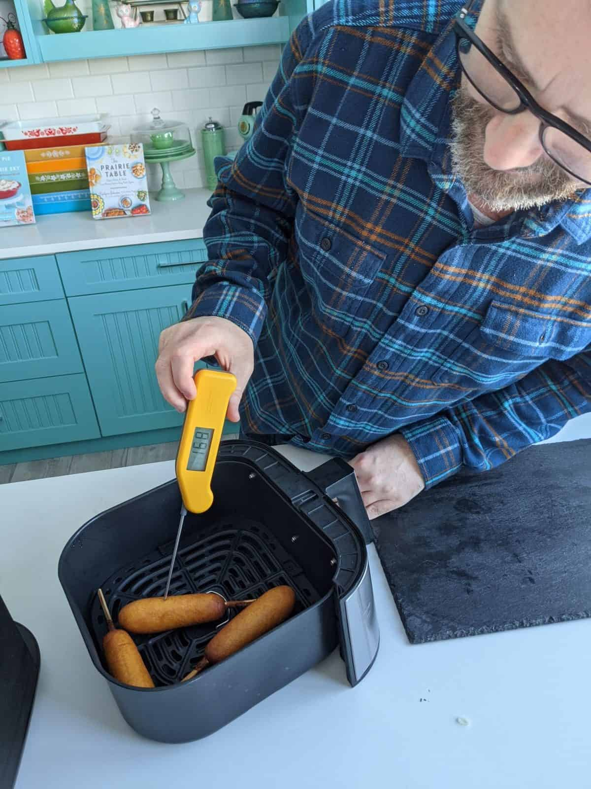 air fryer corn dogs - temperature testing