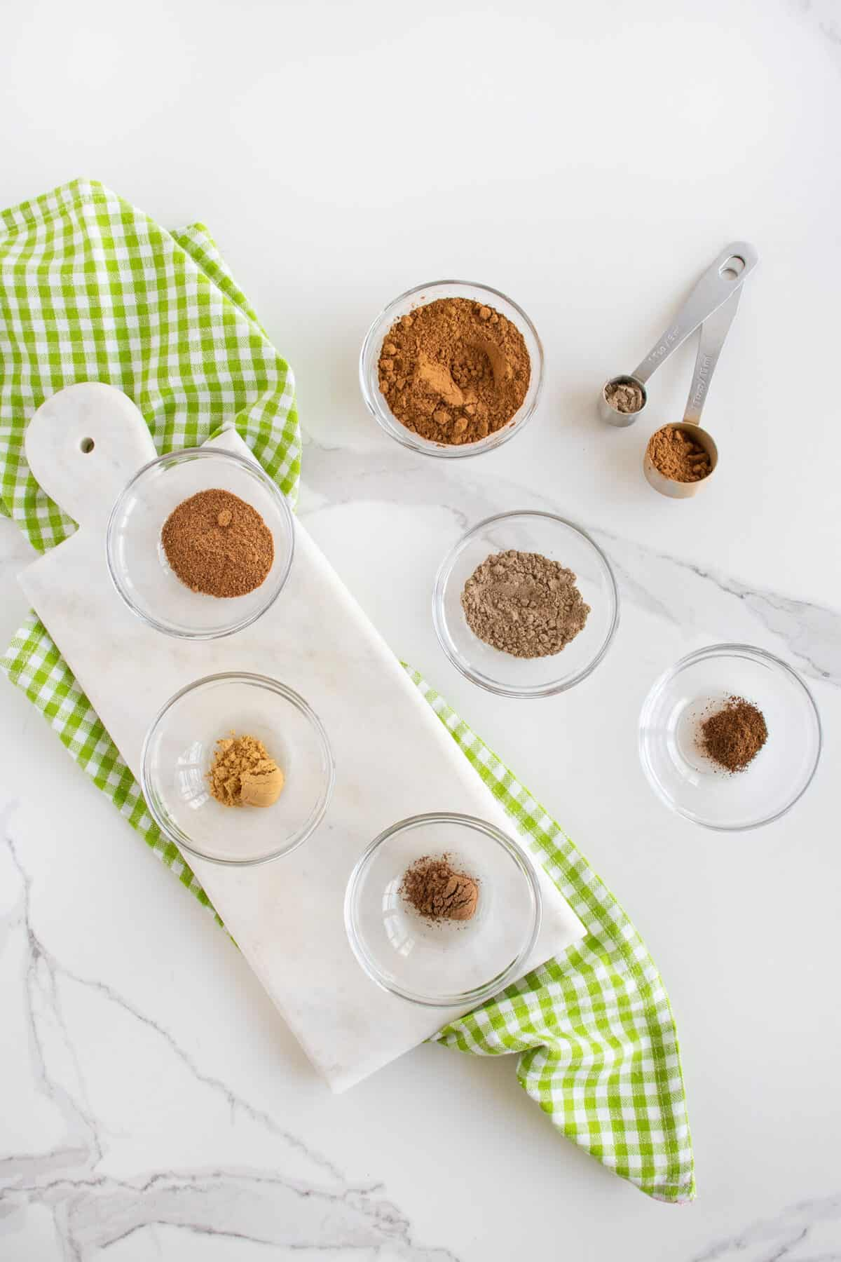 ingredients for apple spice mix